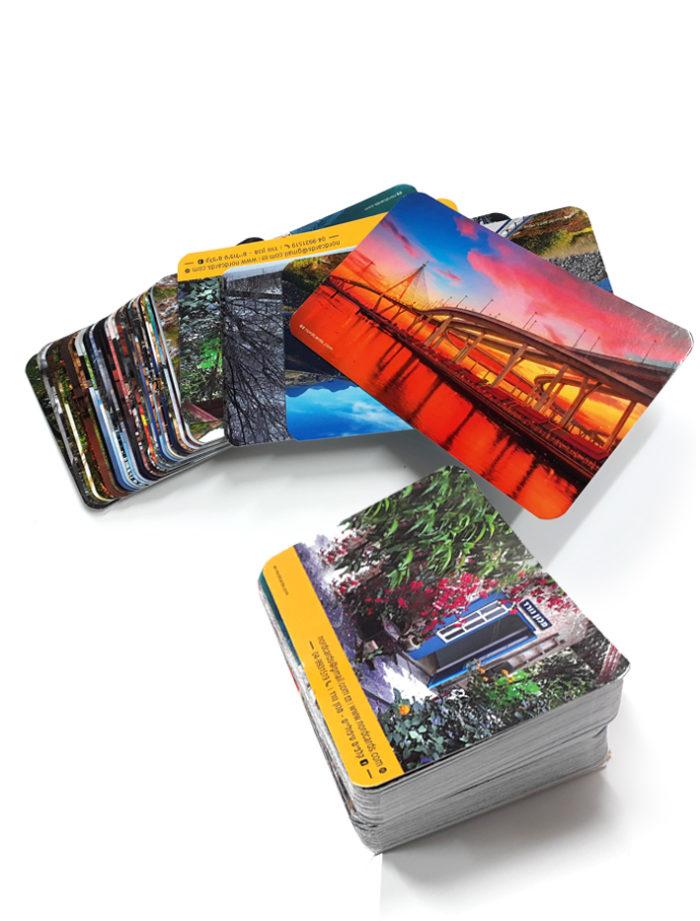 קלפים טיפוליים - ערימה של קלפים צבעוניים