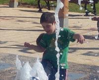 הדפסת תמונה של ילד במים
